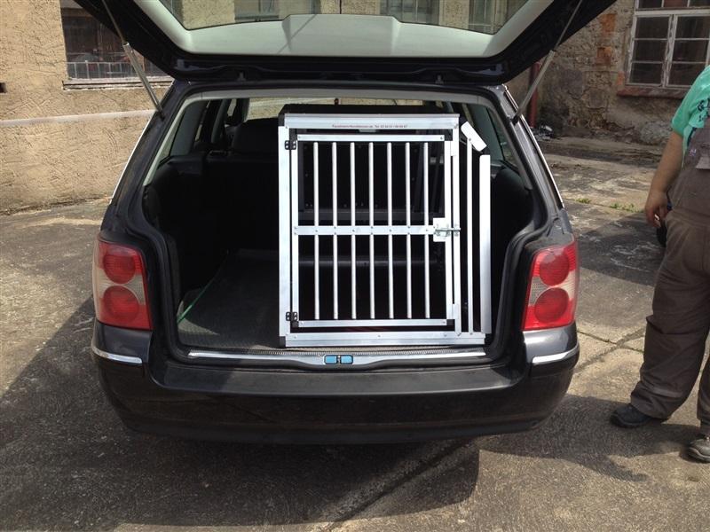 Hundebox im VW Passat Variant