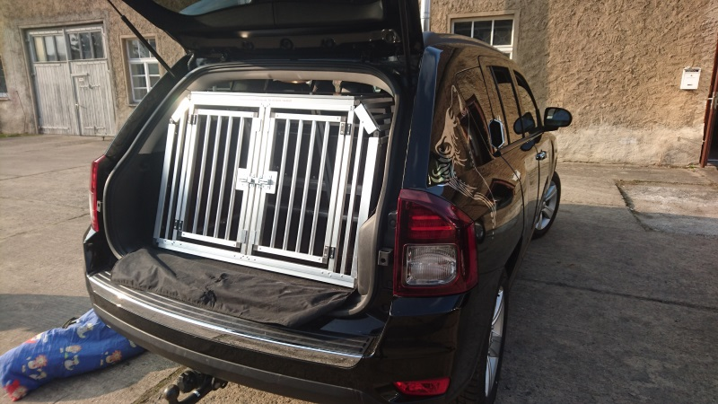 hundeboxen f r jeep faustmann hundeboxen. Black Bedroom Furniture Sets. Home Design Ideas